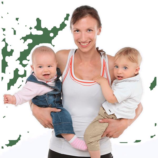 Delafit Fitnessmutter mit zwei Kindern auf dem Arm